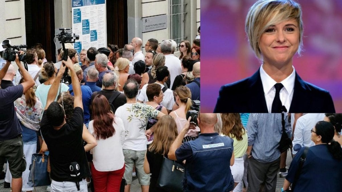 Nadia Toffa, la camera ardente aperta anche a Ferragosto: tantissimi in coda per l'ultimo omaggio