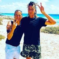 Beppe Sala e Ghali: incontro a sorpresa (con foto ricordo su Instagram) a Formentera