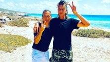 Beppe Sala e Ghali: incontro a sorpresa (con foto su Instagram) a Formentera