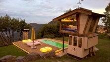 La cabina della funivia diventa una romantica camera da letto con vista sulle Prealpi