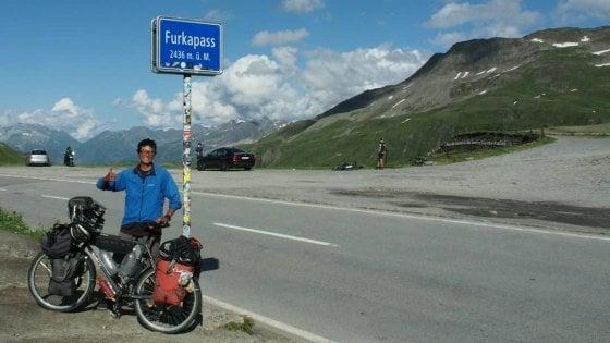 """L'appello del ragazzo giapponese su Fb: """"Mi hanno rubato la bici a Milano, non posso continuare il mio viaggio in Europa"""""""