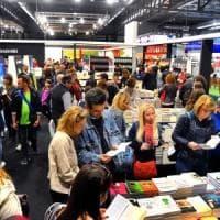 Milano è la città in cui si comprano più libri su Amazon. E l'autobiografia di Totti è il titolo più venduto in Italia