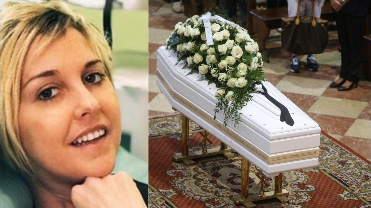 """Folla ai funerali di Nadia Toffa a Brescia, don Patriciello: """"Hai dato ..."""