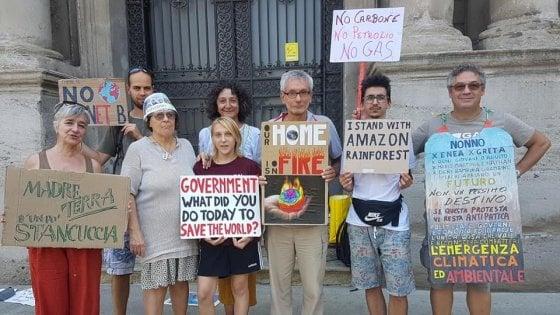 Fridaysforfuture, gli irriducibili in piazza a Milano per i venerdì di protesta