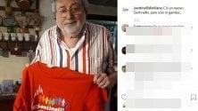 """Francesco Guccini """"sentinello"""" onorario con la maglietta laica e antifascista"""