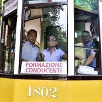 Anche i tranvieri vanno a scuola guida: a Milano neoassunti a bordo dei vecchi tram 'Carrelli 1928'