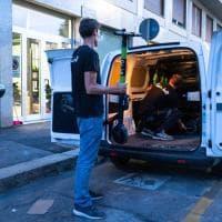 Monopattini elettrici a Milano, dopo lo stop del Comune le società ritirano i mezzi a noleggio