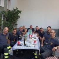 Monza, incontra i vigili del fuoco al supermarket e offre loro il pranzo