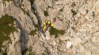 Incidenti in montagna, in Valle Camonica alpinista scivola e precipita: muore 38enne