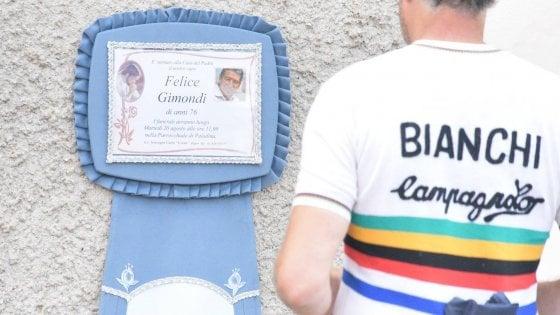"""Felice Gimondi, a Paladina la camera ardente del campione. Gori: """"Un monumento per ricordarlo"""""""
