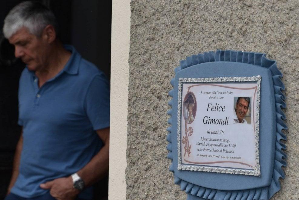 Con le bici per salutarlo: la camera ardente di Felice Gimondi