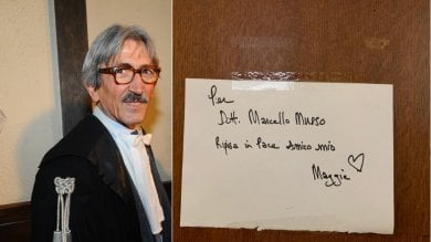 Foto  Fiori e messaggi sulla porta dell'ufficio per ricordare il pm Marcello Musso