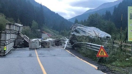 Frana Ruinon, a Santa Caterina Valfurva in Valtellina massi crollano sulla provinciale