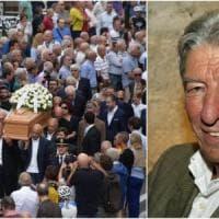 """Funerali di Gimondi a Paladina, il cartello fuori dalla chiesa: """"Ciao Felice, salutaci..."""