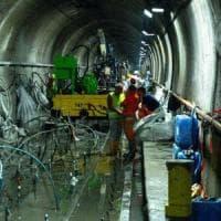 Iniezioni di cemento per isolare il metrò sommerso dalla falda
