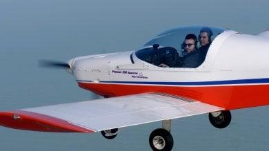 Guidare gli aerei ultraleggeri con una mano sola: primo brevetto in Italia