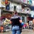 Milano, sgomberati  gli squatter di via Cozzi:  in due salgono sul tetto  ma poi cedono