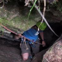 Sopravvive 17 giorni in una grotta a 50 metri di profondità: il cane Rocky