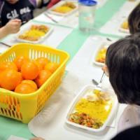 Nelle scuole di Milano la merenda per 20mila bambini è con la frutta: il