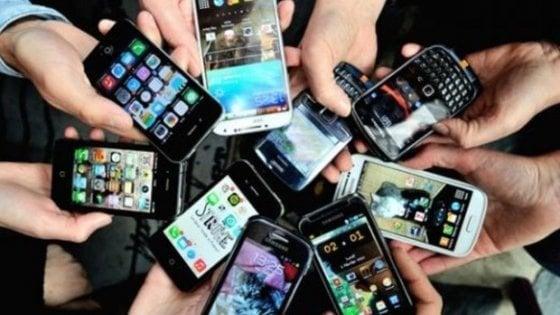 In montagna per disintossicarsi da social e smartphone: la sfida degli studenti della Bicocca e di Trento