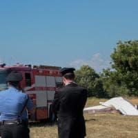 Ultraleggero non frena e finisce contro un muro investendo il pilota: incidente nel Pavese