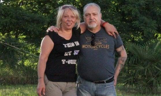Uccisa a coltellate una donna di 59 anni. Fermato il marito che ha anche tentato di investire i poliziotti