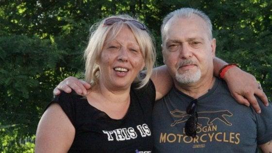 Donna uccisa a coltellate, convalidato l'arresto del marito