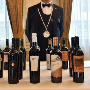 Varese, ladro sommelier ruba vini nelle cantine per 7 mila euro: incastrato dalle telecamere