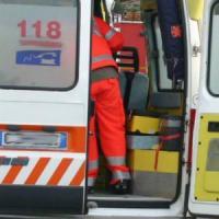 Incidente stradale nel Pavese, auto contro cisterna: ferite madre e figlia
