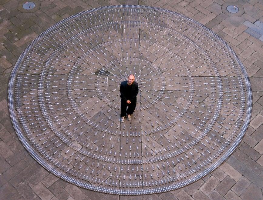 Un mandala per ricordare le vittime di Sant'Anna di Stazzema: l'installazione a Milano per il festival della memoria