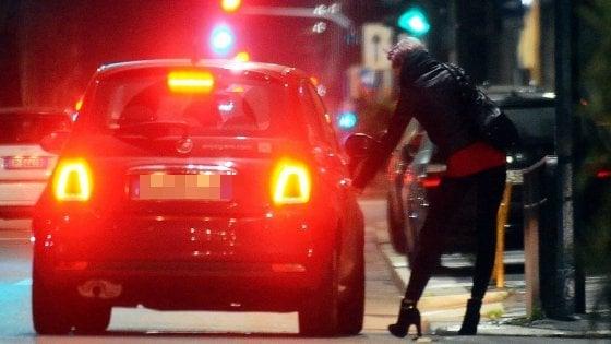 Tratta di esseri umani e sfruttamento della prostituzione con minacce e riti magici: tre arresti a Brescia