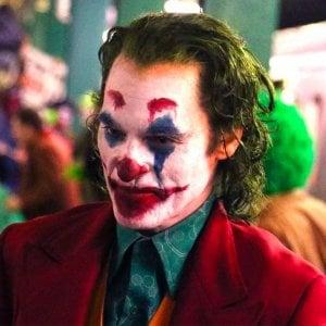 Milano, vestito da Joker e con una pistola finta in metropolitana: denunciato