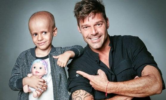 Una bambola senza capelli per la lotta ai tumori infantili: dalla Spagna all'Italia con Pausini e Shakira testimonial