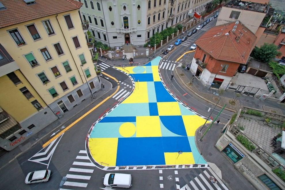 Milano, urbanistica tattica a NoLo: nasce la nuova piazza (tra le proteste dei commercianti)