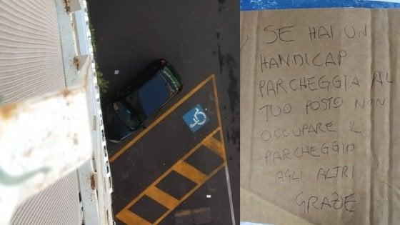 """Parcheggia accanto allo spazio disabili occupato e la insultano: """"Se hai un handicap usa il tuo posto"""""""