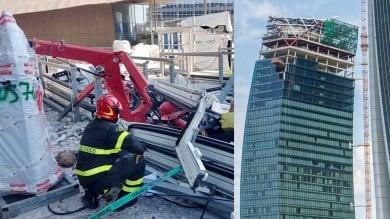 Foto  Il volo da 170 metri e lo schianto: crolla una gru sul grattacielo di City Life