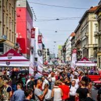 Milano, festa dei motori in corso Buenos Aires, tra supercar, auto d'epoca