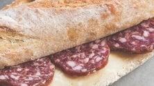 A Cremona c'è la festa del salame: in strada un panino lungo 10 metri