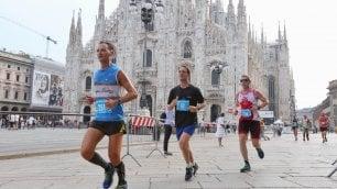 Foto        Da City Life al Duomo, si corre la Salomon Running