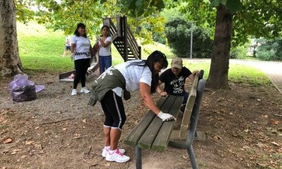 Varese, la comunità filippina ripulisce il parco pubblico dopo le feste d'agosto per 'ringraziare' la città