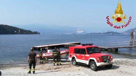 Lago Maggiore, passeggero cade dal traghetto: ricerche in corso