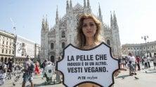 No alle pellicce, il sit-in contro le case di alta moda in piazza Duomo