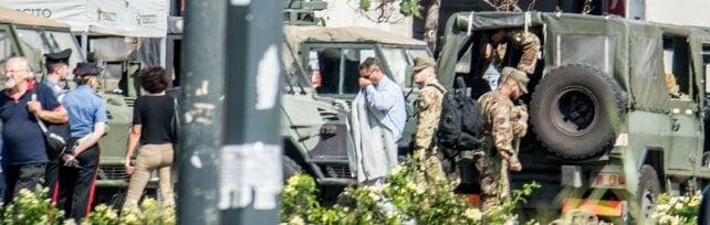 Ferisce militare davanti a stazione Centrale: la Procura contesta la finalità terroristica