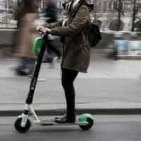 Brescia, sul monopattino elettrico senza patente: multa da 5 mila euro