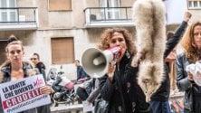 """""""A ognuno il proprio manto"""": protesta animalista davanti alla Bocconi"""