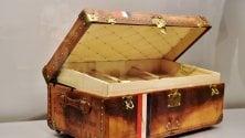 I bauli, gli abiti e le borse: il mito Louis Vuitton nella capsula del tempo