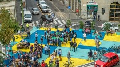Foto  Giallo, azzurro e blu: festa di colori  per la nuova piazza dei bambini a NoLo
