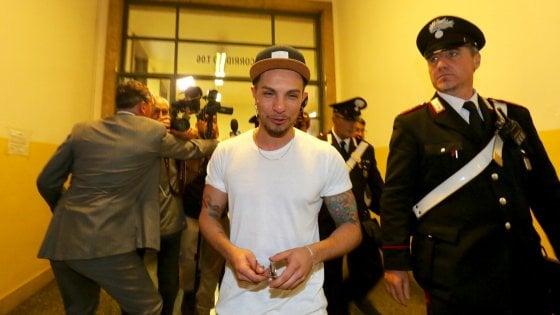 Milano, furto di magliette alla Rinascente: processo abbreviato per Marco Carta