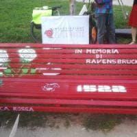 Milano, ripristinata la panchina dell'Anpi dedicata alle donne deportate