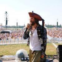 Milano, è il giorno di Jovanotti: in centomila per lo show di Linate. Sul